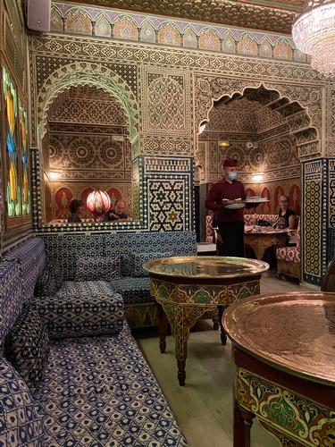 AL-MOUNIA | Cocina marroquí en impresionante sala con servicio elegante